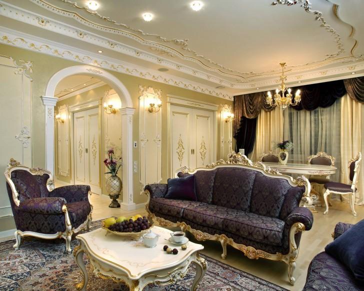 Пример грамотного сочетания цветов в оформлении в стиле барокко. Обивка мебели, ламбрекены и ковер, выполненные в сиреневом цвете, сочетаются даже с виноградом на столе и цветами. Тонкий дизайнерский замысел.