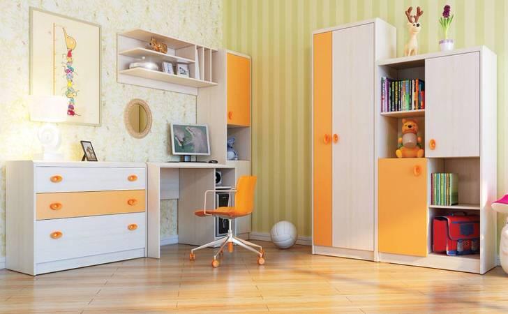Универсальная детская комната хай-тек в желтых тонах подойдет и для мальчика и для девочки.