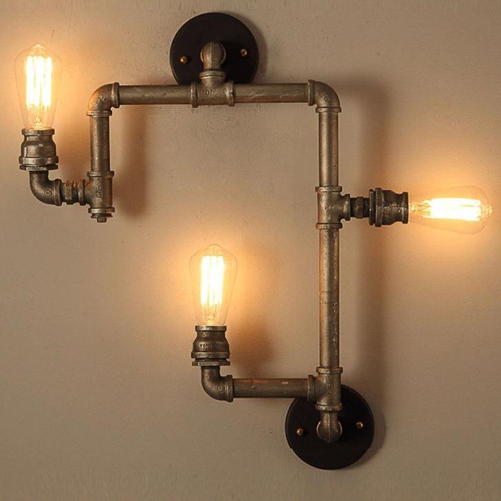 Светильник излучает мягкое свечение. Отличный вариант для оформления небольшой прихожей в кантри стиле.