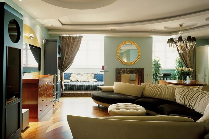 Декор гостиной в стиле итальянский кантри интересен напольным паркетом. Натуральное покрытие гармонично совмещает в себе светлые и темные элементы.