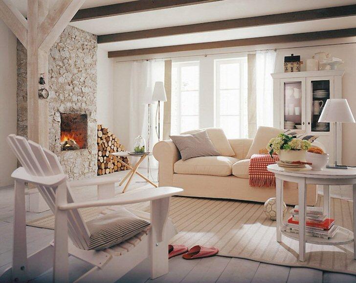 Уютная гостиная в кантри стиле для небольшого загородного дома.