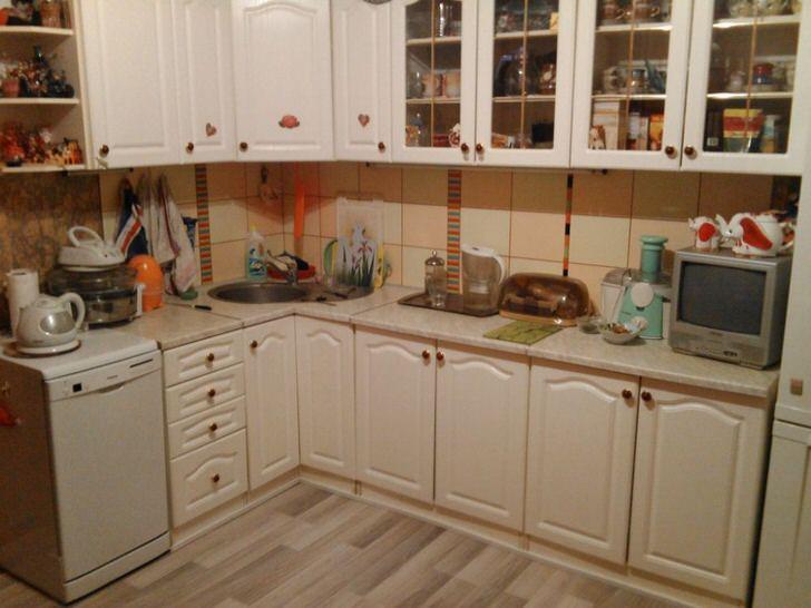 Классический вариант оформления кухни в обычной городской квартире.