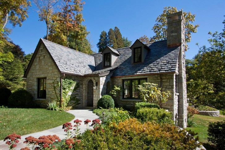Небольшой дом в английском стиле для поклонников средневековой эпохи.