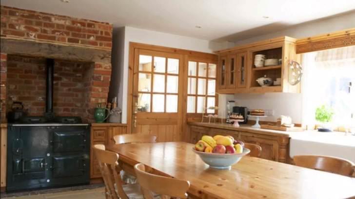 Кухня в деревенском стиле - мечта хозяйки, которая ценит уют и комфорт.