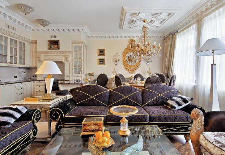 Помпезная гостиная в стиле эклектика с преобладающими элементами стиля барокко.