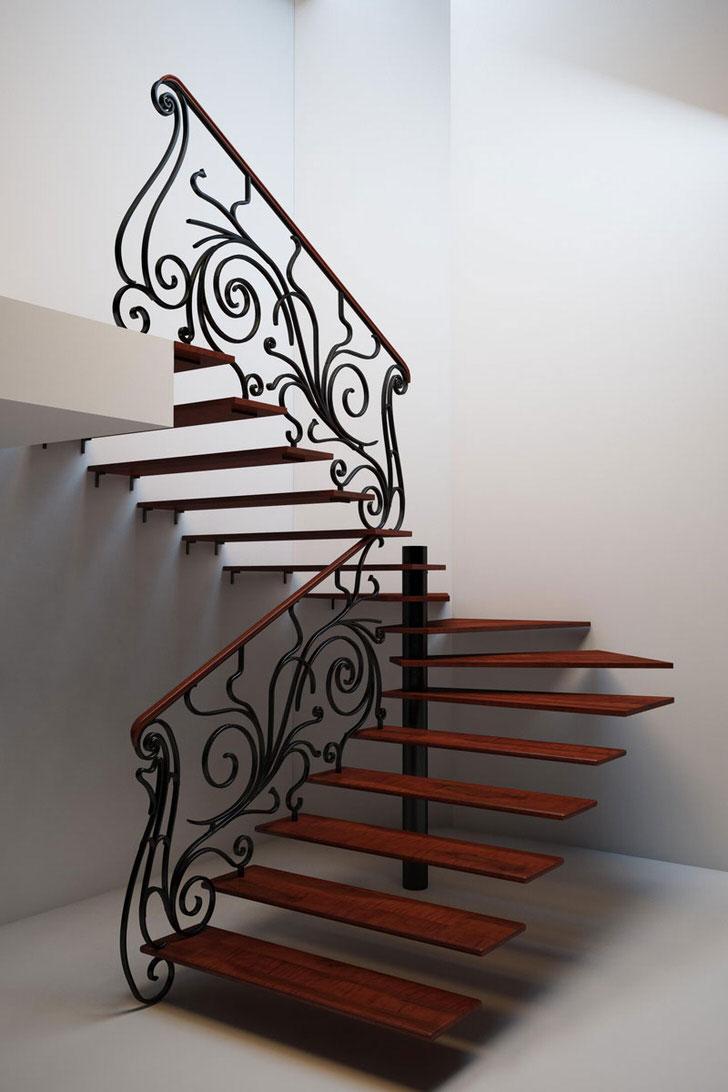 Оригинальная лестница с плавными линиями кованного железа для загородного дома.