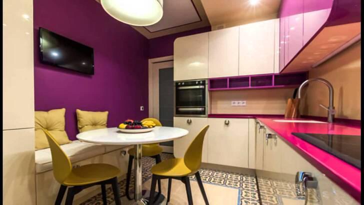 Малогабаритная кухня оформлена в соответствии с требованиями функциональности и практичности.