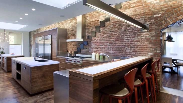 Стена из кирпичной кладки изысканно вписывается в интерьер кухни в стиле лофт.