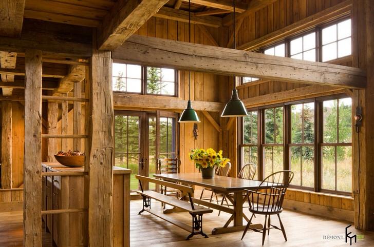 Уютная столовая в кантри стиле в большом загородном доме. Простота оформления, незамысловатая концепция, натуральные отделочные материалы.