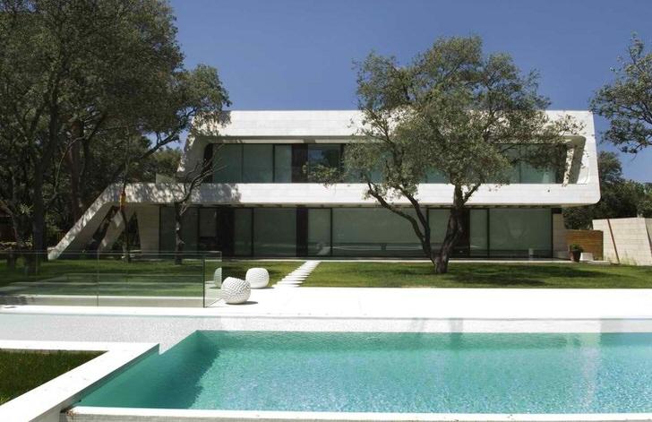 Дом в современном дизайне на юге Франции.