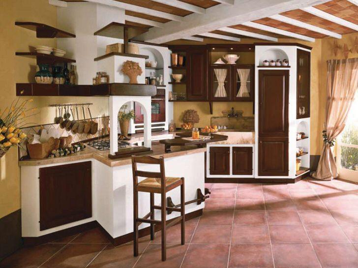Кухня в стиле кантри в загородном доме в одной из провинций Франции. Просторная, светлая кухня - мечта любой хозяйки.