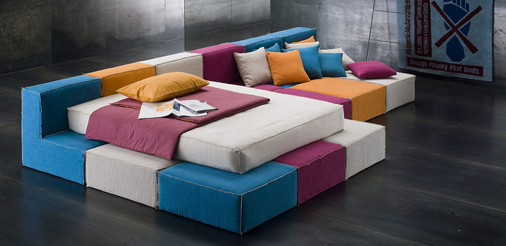 Яркие коробки модульного дивана для жёсткого стиля лофт. Всего два конструктивных элемента, а какие возможности для вашей фантазии.