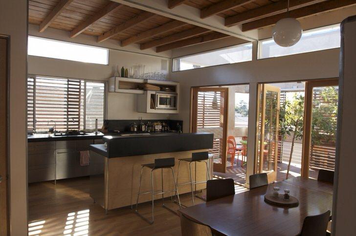 Стиль кантри незаменим, когда речь идет об оформлении кухни в загородном доме. Уютное, теплое место для долгих семейных посиделок.