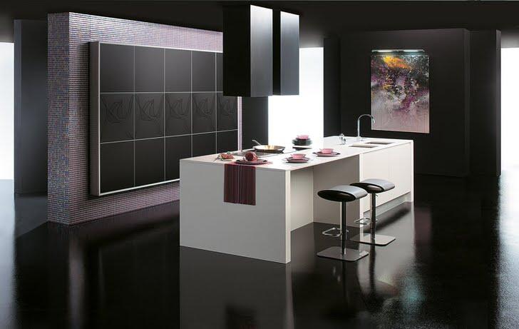 Столовая в стиле хай-тек оформлена преимущественно в черном цвете, однако темнее она от этого не становится. Достаточное количество света и контрастный белый стол делают помещение визуально более просторным.