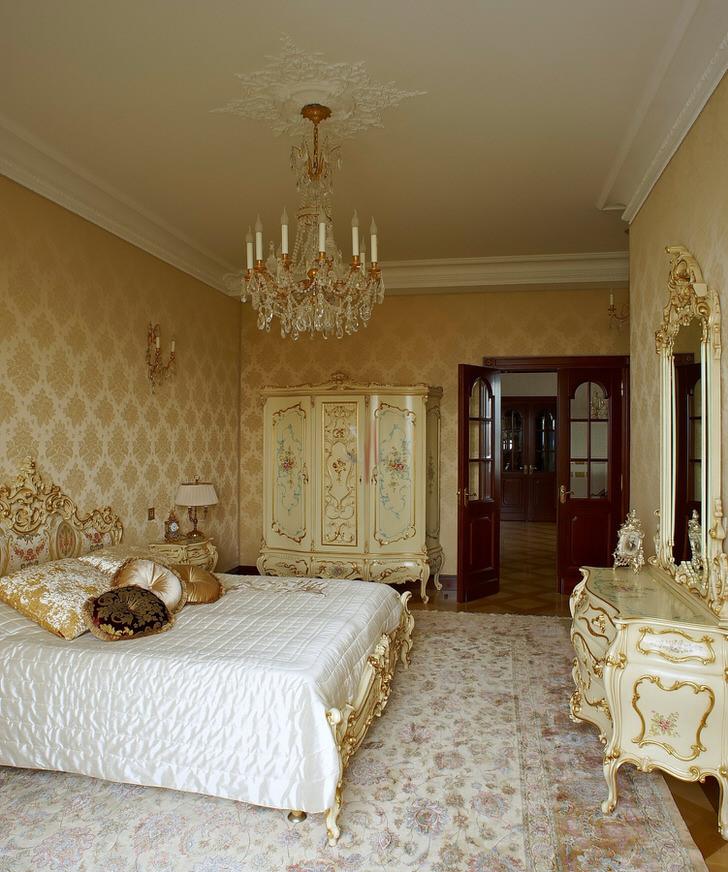 Люстра для спальни в барокко стиле .