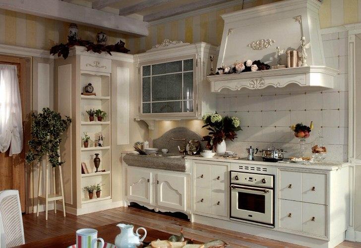 Белоснежная кухня кантри с яркими акцентами свежей зелени.