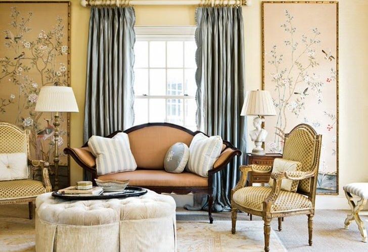 Изысканная гостиная в доме молодой леди. Интерьер выполнен в соответствии с требованиями стиля эклектика.
