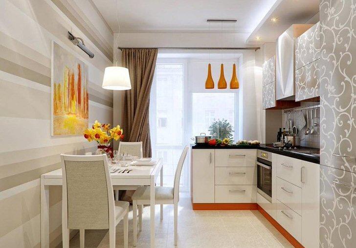 Стильный дизайн для интерьера кухни 12 квадратных метров. Акценты оранжевого делают помещение более теплым.