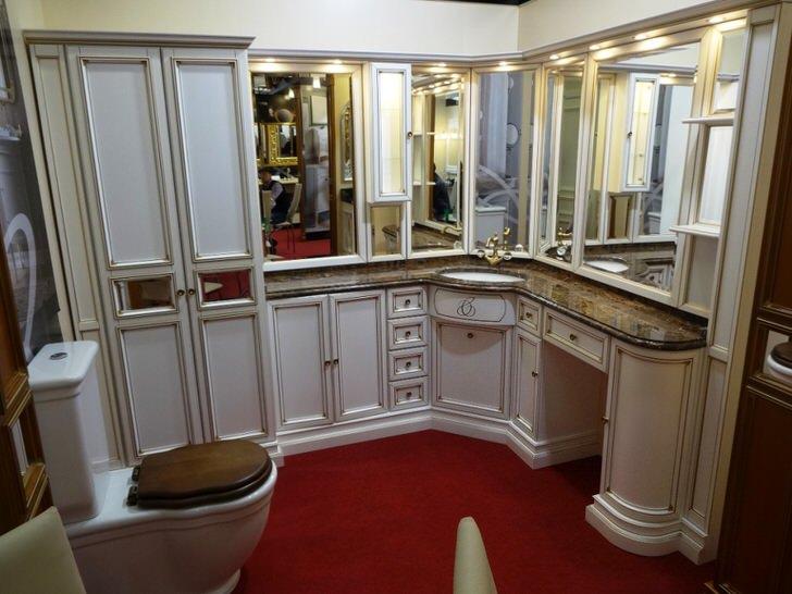 Корпусная мебель в ванной комнате - отличное, функциональное решение.