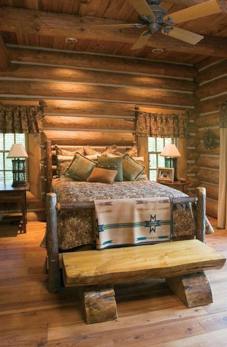 Классический пример спальни в деревенском стиле. Интересна кровать из грубого, необработанного сруба дерева.