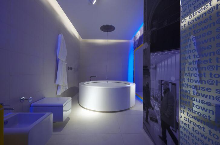 Классический вариант сантехники для ванной в стиле хай тек.