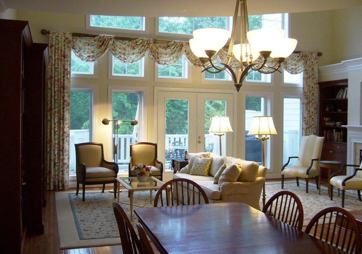 Стиль неоклассика отлично подходит для оформления интерьера загородного дома. Стиль интересен объединением скромности и классической сдержанности.