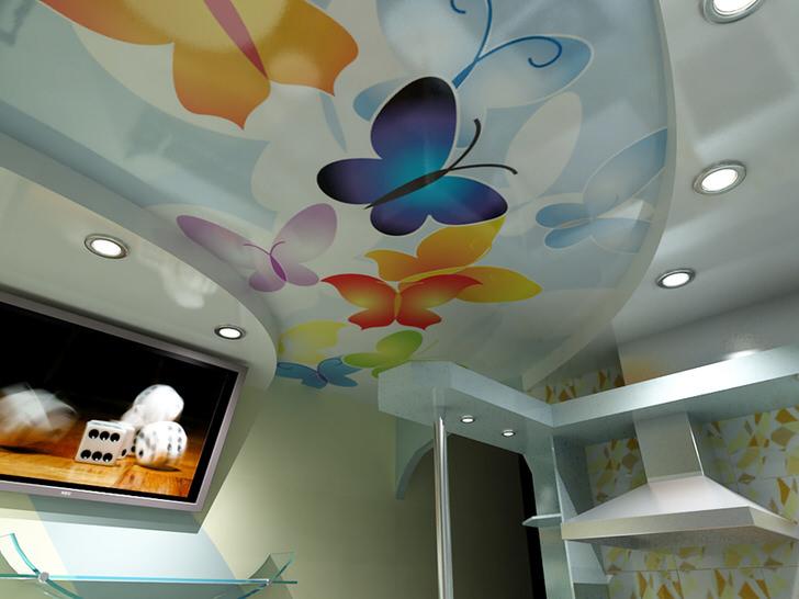 Легкий воздушный рисунок для оформления кухни. Натяжные потолки отличаются не только привлекательным внешним видом, но и практичностью.
