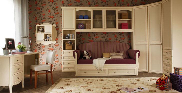 Оформление детской комнаты в стиле кантри с использованием корпусной мебели.