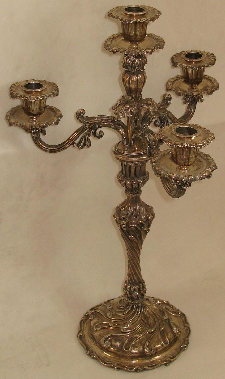 Стильный канделябр из меди на четыре свечи для кантри гостиной.