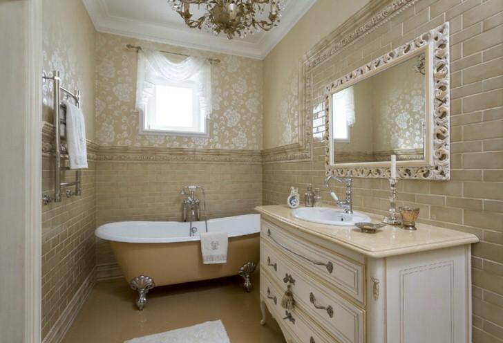 Ванная комната в стиле неоклассика в загородном доме испанской семьи.
