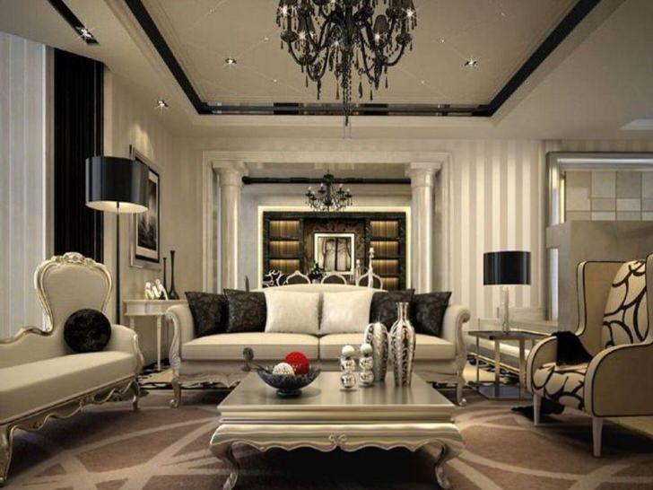 Изысканный интерьер для гостиной продуман в стиле неоклассика. Черные элементы отделки и декора бросаются в глаза на фоне блеклых серых оттенков.