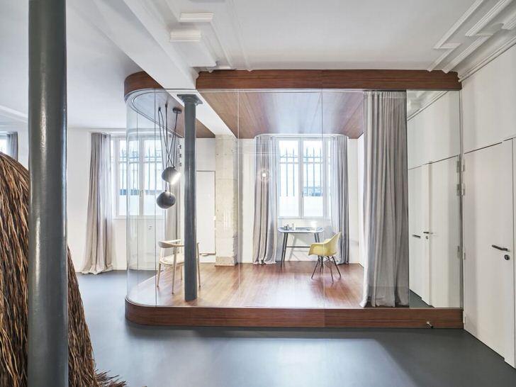 Кабинет в просторной квартире-студии. Стиль лофт позволяет органично выделить рабочую зону.