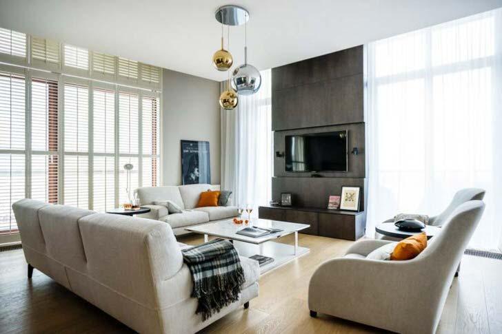 Гармоничное сочетание математически лаконичных форм кресел и уютных мягких диванов.