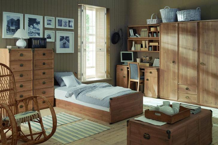 Дизайнерский проект для комнаты ребенка в деревенском стиле. Нежно-голубые тона визуально делают спальню просторнее.