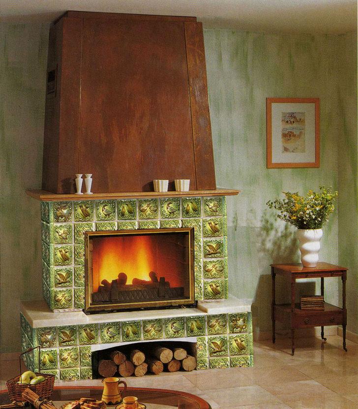 Изразцовый камин можно назвать очагом семейного тепла. С его помощью можно создать атмосферу уюта и романтики в любом доме.