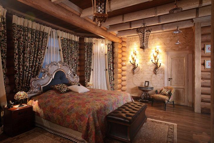 Игра контрастов в спальне в стиле деревенский кантри. Для спальной комнаты отлично подобрано освещение.