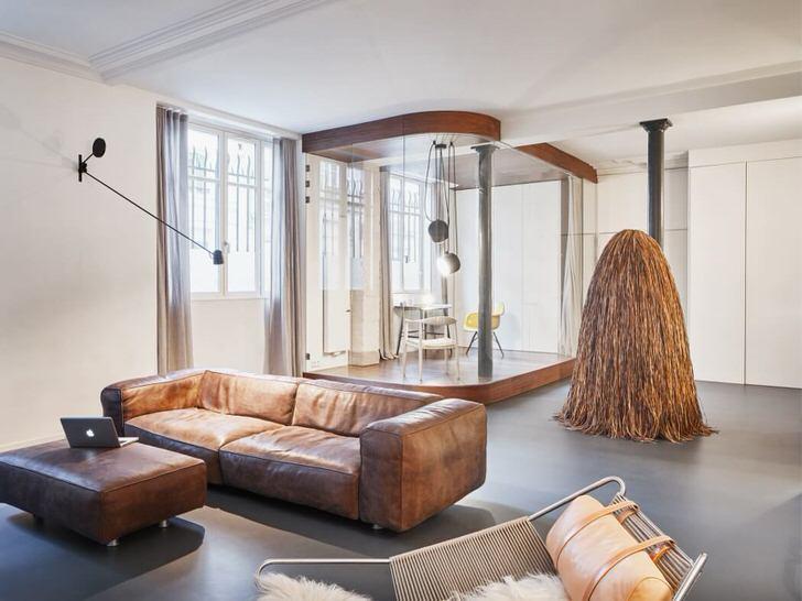 Основным требование лофт стиля является максимальная освещенность помещения. Поэтому гостиная лофт с правильно подобранным освещением - лучший пример.