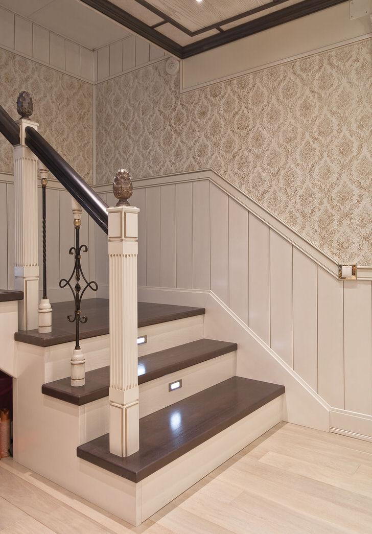 Филигранная безупречность классической лестницы для небольшого загородного дома.