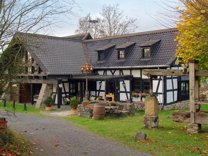 На севере Германии дома в стиле фахверк .