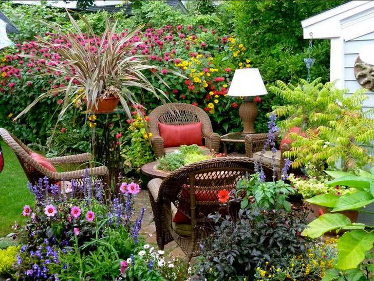 Зона отдыха в саду в кантри стиле - отличная возможность расслабиться на природе.