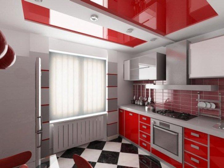 Красные натяжные потолки - удачный выбор для кухни с гарнитуром алого цвета.