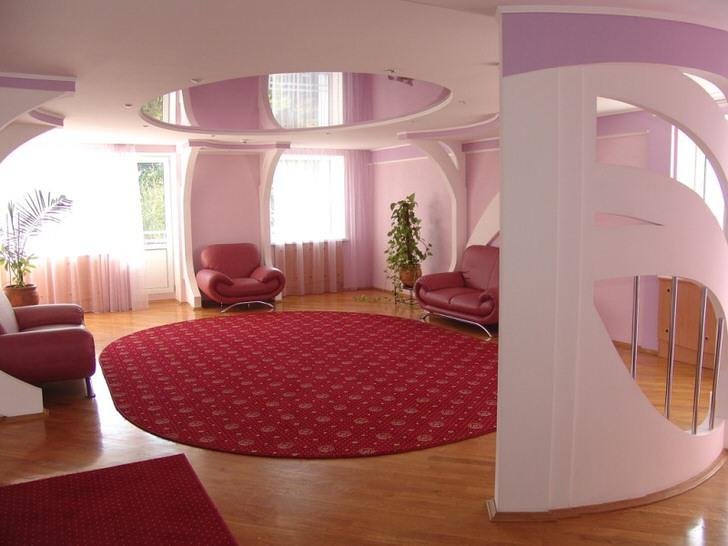 Натяжной потолок универсальное решение для оформления холла.