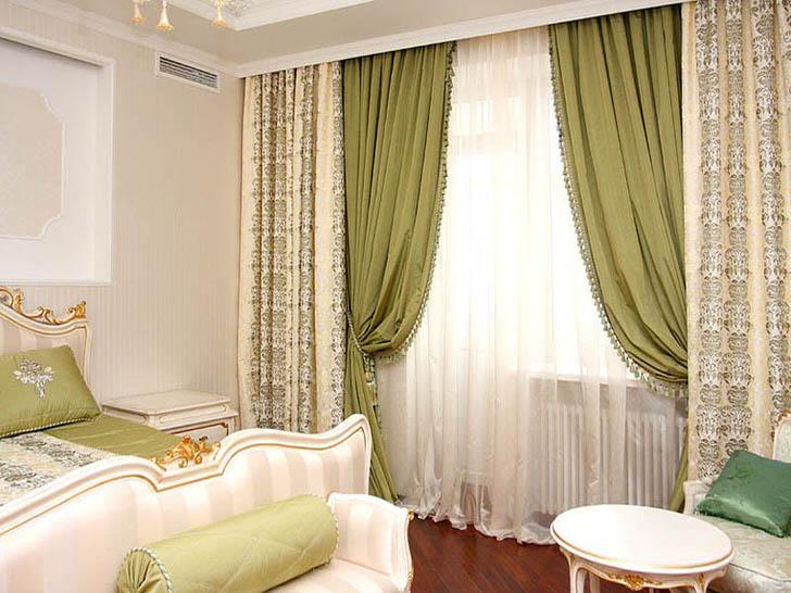 Ламбрекены использованы для оформления шикарной спальни в стиле ампир.