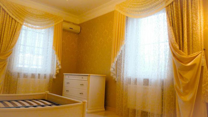 Ламбрекены из легкой, полупрозрачной ткани Подойдут для оформления детской комнаты.