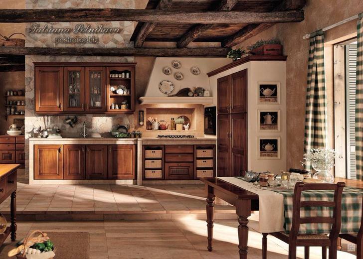 Просторная светлая кухня в кантри стиле интересная четким делением на зоны. Небольшим подиумом рабочая зона отделена от обеденной.