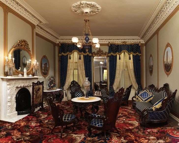 Обивка мебели и шторы выполнены из одной ткани в темно-синюю клетку. В лучших традициях стиля барокко для оформления интерьера используются золотые элементы декора.