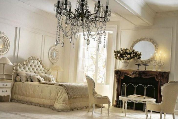Дворцовый барокко в большой семейной спальне.