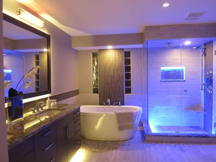 Стиль хай-тек признан одним из наиболее удачных стилей, используемых для оформления ванной комнаты.