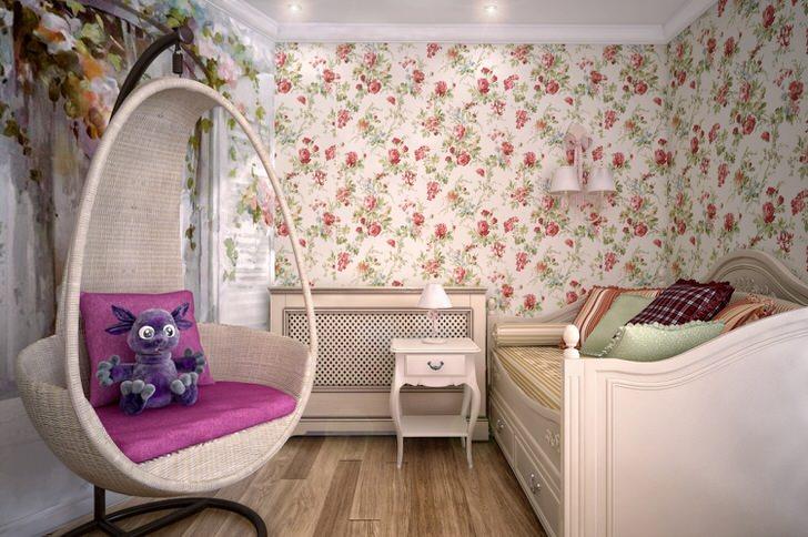 Комната для юной леди оформлена в стиле кантри. В лучших традициях стиля дизайнер использовал обои с цветочным орнаментом .