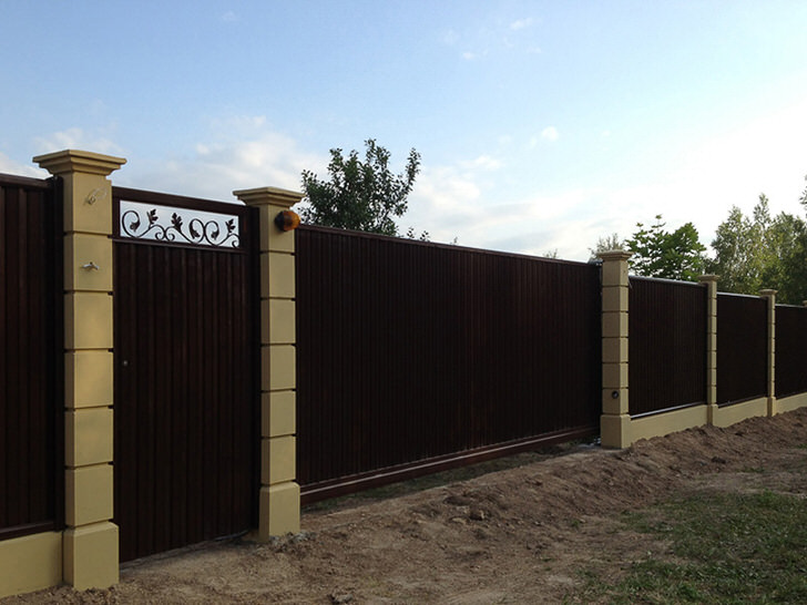 Модульный забор - наиболее частый выбор современных дачников.